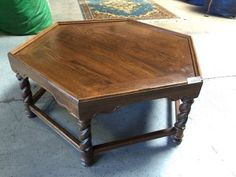 ETHAN ALLEN. 6 SIDED COFFEE TABLE 17H X 38W X 38D