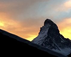Sunset #Matterhorn #zermatt #swissalps #switzerland tonight - by my friend Dan Daniell Embedded image permalink