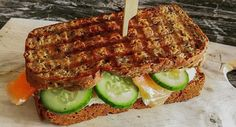 Low Carb Brot für Sandwiches (Eiweißbrot)   http://www.backenmachtgluecklich.de