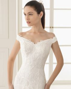 ESTRELLA Vestido de novia de encaje y pedrería. Colección Rosa Clará Two 2016