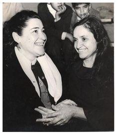 Margot Loyola y Violeta Parra. Folcloristas e investigadoras chilenas.