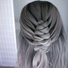 Hair Tutorial by – Tutorial Per Capelli Hair Upstyles, Hair Due, Box Braids Hairstyles, Shoulder Length Hair, Hair Videos, Hair Designs, Hair Hacks, Hair Trends, Hair Inspiration
