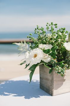 Photography : Shannen Natasha C/o The Wedding Artists Collective Beach Wood, Seaside Wedding, Water Lighting, New York Wedding, Nautical Theme, Beautiful Beaches, Wedding Flowers, Floral Design, Centerpieces