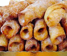 Sacatrapos, receta típica de Cuaresma en Salamanca | Hosteleriasalamanca.es Hispanic Desserts, Spanish Desserts, Spanish Dishes, Biscuits, Cookie Recipes, Snack Recipes, Snacks, Bread Recipes, Beignets