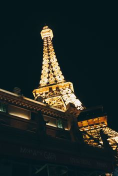 Planning a visit to Las Vegas? Click the image for a complete travel guide!