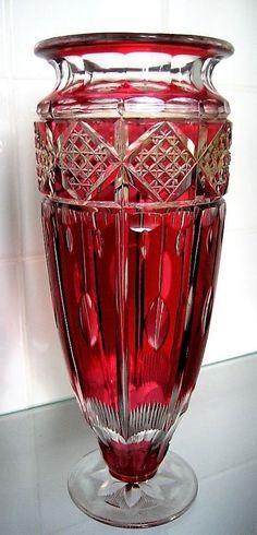 Val St Lambert vase 'Florence' HF1042 - Vase en cristal doublé rouge à l'or taillé - Design Hubert Fouarge - Catalogue Cristaux de Fantaisie 1926 - H 31 cm.
