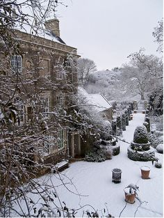 English house in the snow=-where Anne and James walk I Love Winter, Winter Snow, Winter Time, Snow Scenes, Winter Scenes, Quelques Photos, Winter Magic, Winter's Tale, Photos Voyages
