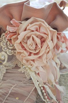 Soft and pale apricot colors with ivory whites.....(Jennelise)