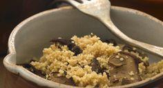 Cucina i funghi, sono ideali per combattere gonfiore e pesantezza e ti faranno sentire leggera Ingredienti per 2 persone: couscous precotto 120 g brodo veg