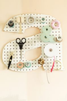 This DIY initial pegboard would be a great addition to a home office or craft area. DIY projects are the best when they are able to be utilized often. Diy Projects To Try, Craft Projects, Diy And Crafts, Arts And Crafts, Ideias Diy, Diy Letters, Sewing Rooms, Sewing Closet, Home And Deco