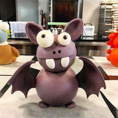 El fue el primero en llegar a la #pascua2017, nuestro murciélago espera ansioso a sus dos nuevos amigos. ¿Quienes lo acompañarán? #chocolate #chocovic