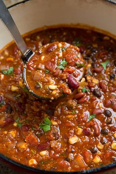 Quinoa Chili {Vegetarian} - Cooking Classy, I would leave quinoa out and add meat for less carb, more protein. I like this chili recipe. Vegetarian Quinoa Chili, Vegetarian Cooking, Vegetarian Recipes, Healthy Recipes, Cooked Quinoa, Quinoa Chilli, Veggie Chili, Vegetable Chili Recipe, Chili Chili