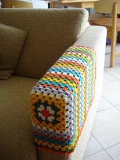 crochet granny square sofa arm cover, practical, home made Crochet Diy, Crochet Home Decor, Love Crochet, Crochet Crafts, Yarn Crafts, Crochet Projects, Crochet Squares, Crochet Granny, Crochet Motif