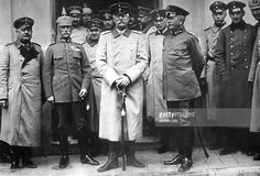 from left General von Held, German military governor of Hrodna, in the centre, Großherzog Friedrich II von Baden, General von Scholtz, commander of the 8th army. Photo taken in front of the Hotel Royal in Hrodna after the capture of the town by the German army - summer 1915 Photo: Kuehlewindt