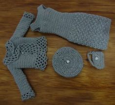 Crochet Toys Barbie Clothes Hand made knitted scale clothing set in grey. Look at the jacket trim detail! Barbie Clothes Patterns, Crochet Barbie Clothes, Crochet Dolls, Barbie Dress, Barbie Doll, Doll Crafts, Crochet Fashion, Cute Crochet, Fashion Dolls