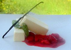 Semifreddo al limone in salsa di fragole Antipasto, Bite Size, Gelato, Cheesecake, Oreo, Mousse, Panna Cotta, Sandwiches, Appetizers