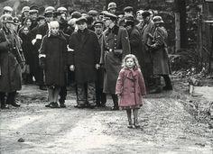 Cuando se hace referencia a la 2ª guerra mundial se acude generalmente a episodios que ocurrieron durante la contienda y que merecen ser recordados. Es el caso de las batallas épicas y sangrientas,...