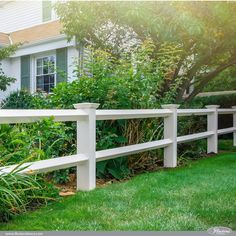 42 Vinyl Fence Home Decor Ideas for Your Yard Illusions Vinyl Diamond Post and Rail Fence Lattice Fence Panels, Fence With Lattice Top, Vinyl Fence Panels, Vinyl Privacy Fence, Diy Fence, Backyard Fences, Front Yard Landscaping, Fence Ideas, Landscaping Ideas
