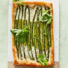 Flaky puff pastry, asparagus, burrata and balsamic. 🌱💚 Bookmark this tart for Easter brunch. Recipe + more Easter inspo with the link in… Puff Pastry Recipes, Tart Recipes, Appetizer Recipes, Puff Pastries, Cold Appetizers, Appetizer Ideas, Snack Recipes, Dessert Recipes, How To Cook Asparagus