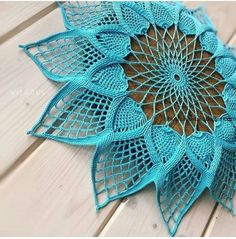 Feathers of Pharaohs pattern by 10 Hours or Less Crochet Dollies, Crochet Doily Patterns, Crochet Gifts, Crochet Motif, Crochet Stitches, Crochet Leaves, Crochet Flowers, Metal Flower Wall Art, Crochet Handbags