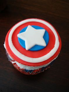 He loves cupcakes AND Captain America. Sweet Cupcakes, Love Cupcakes, Yummy Cupcakes, Themed Cupcakes, Captain America Cupcakes, Superhero Cake, Superhero Treats, Strawberry Angel Food Cake, Brownie Pops