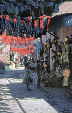 In den Souks von Marrakesch, 1969 Raigro/Timeline Images Timeline Images, Portrait, Den, Painting, Historical Pictures, Marrakech, Old Pictures, Morocco, Photographers