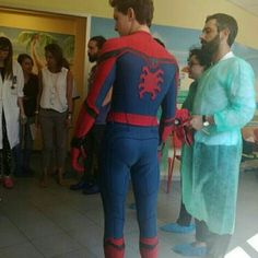 [NEW] Tom visited a children's hospital today in Rome! {©: @lisaurby} @tomholland2013 | #tomholland #spidermanhomecoming