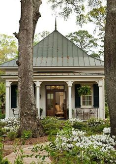 Remodel garage to look like an attached guest house. + Cottage with attached guest house remodel style homeline architecture savannah cottage architecture Style Cottage, Cozy Cottage, Garden Cottage, Cottage Farmhouse, White Cottage, French Cottage, Cottage Design, Small Cottages, Cabins And Cottages