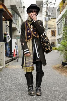 I like Japanese street fashion, especially gothic lolita, dolly kei and cult party kei. Besides, that I like books, history and art. Japanese Street Fashion, Tokyo Fashion, Harajuku Fashion, Asian Fashion, Trendy Fashion, Fashion Vintage, Male Street Fashion, Harajuku Girls, India Fashion
