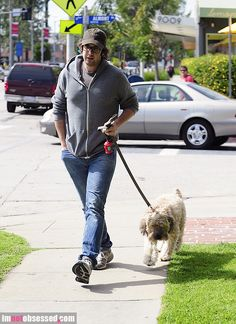 josh-groban-walks2012-02-22_05-39-17his-furry-friend-in-WeHo