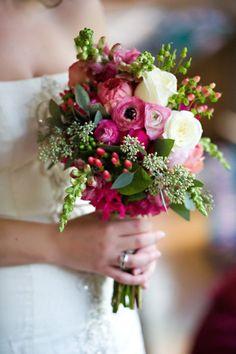 Bouquet de mariage / wedding bouquet - ranunculus, budded gum nuts and foliage, hypericum, snapdragon