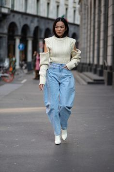 Striped Button-Downs Were a Street Style Staple Over the Weekend at Milan Fashion Week - Fashionista Milan Fashion Week Street Style, Autumn Street Style, Cool Street Fashion, Street Style Looks, Street Style Trends, Street Style Women, Street Styles, Star Fashion, Fashion Outfits