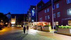 Bergen Hotels / Radisson Blu Royal Hotel Bryggen is one of the few exclusive hotels in Bergen, located at the famous Bryggen in Bergen. Unique Hotels, Top Hotels, Best Hotels, Hotel Bergen, Ways To Travel, Travel Ideas, Grand Hotel, Best Location, British Isles