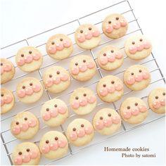 分量だけの簡単なレシピを追加しました。 目はチョコペンでも良いと思います。 今回はココア生地を使いました。 Icebox Cookies, Cute Desserts, Cute Cookies, Cute Food, Mini Cupcakes, Biscotti, Gingerbread Cookies, Doughnut, Food Porn