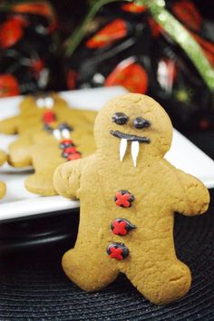 Gingerbread Vampire Cookies   The Kitchen is My Playground Creepy Halloween Party, Halloween Party Treats, Halloween Cookies Decorated, Holidays Halloween, Halloween Treats, Halloween Decorations, Halloween Vampire, Halloween Kids, Halloween Dessert Table
