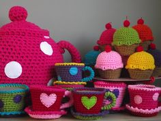 Super cute pictures of all kinds of crocheted items BUT - it's in a foreign language and I have no idea if there are even any instructions anywhere but the pictures were too cute not to post!