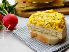 Ieri la pranz am zis sa folosesc si ultimele oua ramase de la … Natur House, Cornbread, Banana Bread, Avocado, Sandwiches, Appetizers, Ethnic Recipes, Desserts, Kitchen