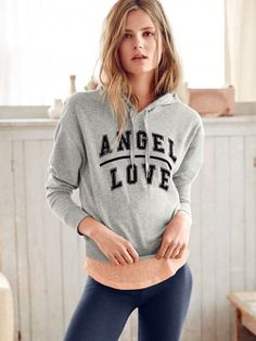 IF ANYONE HAS THIS HOODIE IN SIZE XS, PLEASE LET ME KNOW! I'D BUY!!! Moleton Victoria's Secret Fleece Dolman Hoodie Angel Love Heather Grey #Moleton #Victoria's Secret