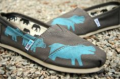 Hippo TOMS Schuhe von themattbutler auf Etsy, $79.00