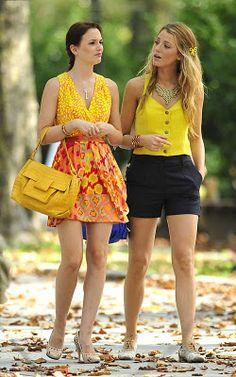 Gossip Girl - Blair and Serena - Leighton Meester and Blake Lively Gossip Girls, Mode Gossip Girl, Estilo Gossip Girl, Gossip Girl Outfits, Gossip Girl Fashion, Look Fashion, Fashion Styles, Spring Fashion, Fashion Beauty