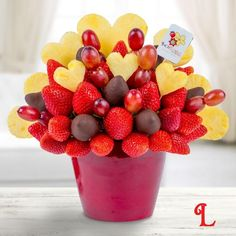 Say 'I love you' in style with this beautiful arrangement of pineapple hearts, fresh strawberries and grapes. Whether it's for Valentine's Day, or just because you love them, this sweet gift is sure to be a big hit with that special someone.  A delicious gift to impress!