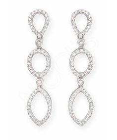 """Pendientes de Diamantes BRIDAL NICOL´S. Pendientes largos en forma de perilla, marquise, formando tres partes cuajado de diamantes. Fabricados en oro blanco, diamantes talla brillante de peso total 0.60ct.""""Los pendientes para el día de la boda"""""""