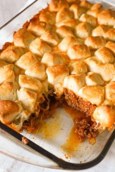 Sloppy Joe Biscuit Casserole is an easy ground beef casserole recipe loaded with French's fried onions, shredded mozzarella, cheddar and topped with Pillsbury biscuit pieces. casserole recipe Sloppy Joe Biscuit Casserole - This is Not Diet Food Beef Dishes, Food Dishes, Main Dishes, Pasta Dishes, Casserole Dishes, Casserole Recipes, Broccoli Casserole, Pillsbury Biscuit Recipes, Sloppy Joe Casserole
