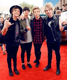 Five Seconds Of Summer <3