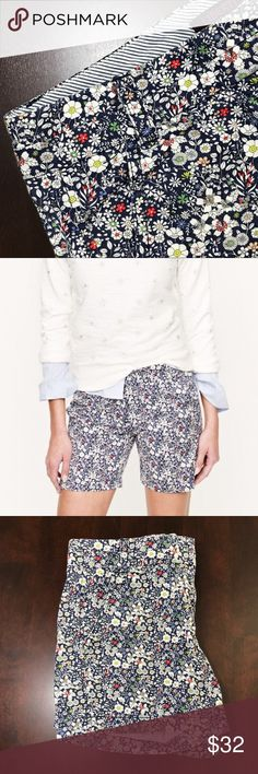 LIBERTY for J.Crew Floral Chino Shorts Hand drawn print, 100% cotton, zip fly, city fit & machine washable. Such a gorgeous floral print, perfect to pair with other patterns. Approx 8in rise, 5in inseam, 12in outer seam, 17in hips, 28in waist. EUC J. Crew Shorts