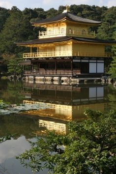 #goldleaf & sacred places: #GoldenPavillon, the center of the #Kinkakuji temple complex, a beautiful Zen temple in #Kyoto, has three stories surrounded by balconies, the upper two of which are completely covered in gleaming gold leaf  in accordance with the original intentions of the first owner of the building, Shogun Yoshimitsu Ashikaga .