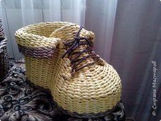 Хочу показать Вам все свои ботиночки. Первый башмак, который сплёлся. Трубочки красила грунтовка+вода+колер+лак фото 1