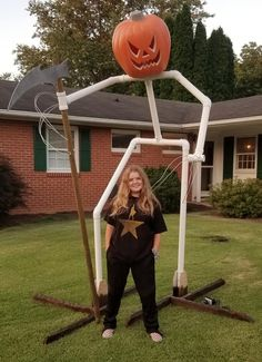 Teens tall pumpkin reaper we made for her 18 room haunted house. It is made from just PVC pipes, burlap, twine, paint and a bought pumpkin and skulls. Halloween Circus, Outdoor Halloween, Halloween Kids, Halloween 2020, Happy Halloween, Halloween Party, Cheap Halloween, Halloween Witches, Halloween Stuff