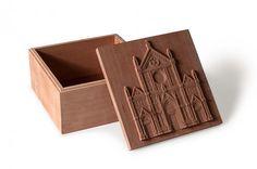 Santa Croce. Scatola in legno di pero dim.15x15x8cm.
