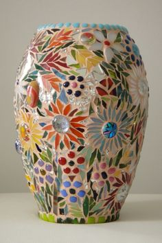 vase 1 I love the way this is covered with flowers and still looks so light and colourful rather than too busy. This is achieved by the light grout which serves as the background, rather than filling in with a tile. Mosaic Planters, Mosaic Garden Art, Mosaic Vase, Mosaic Flower Pots, Pebble Mosaic, Mosaic Art Projects, Mosaic Crafts, Easy Mosaic, Mosaic Bottles